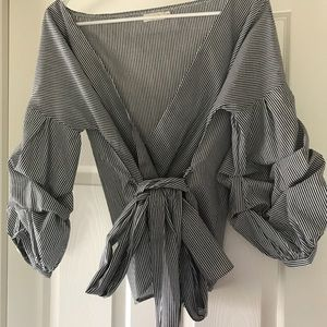 Tops - Gorgeous billow sleeve top!
